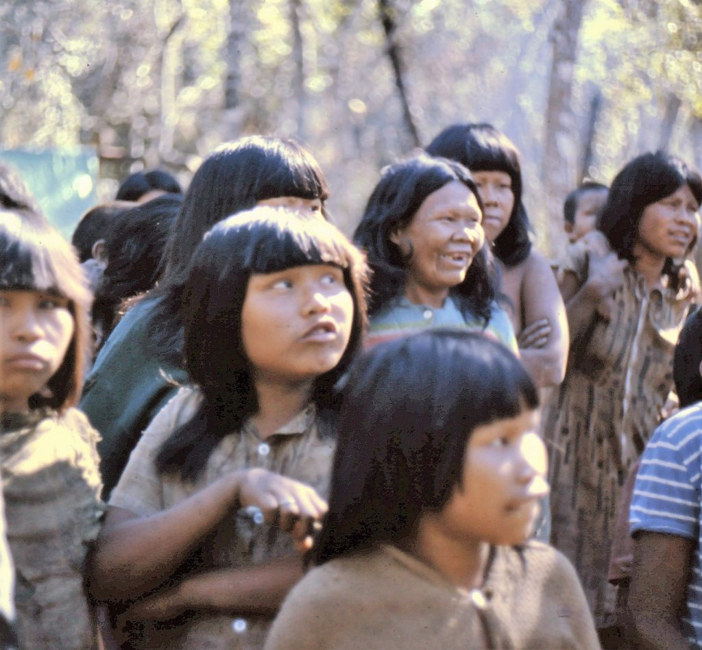 Ayoré women - Single girls with bangs, Married women with long hair parted in the middle.