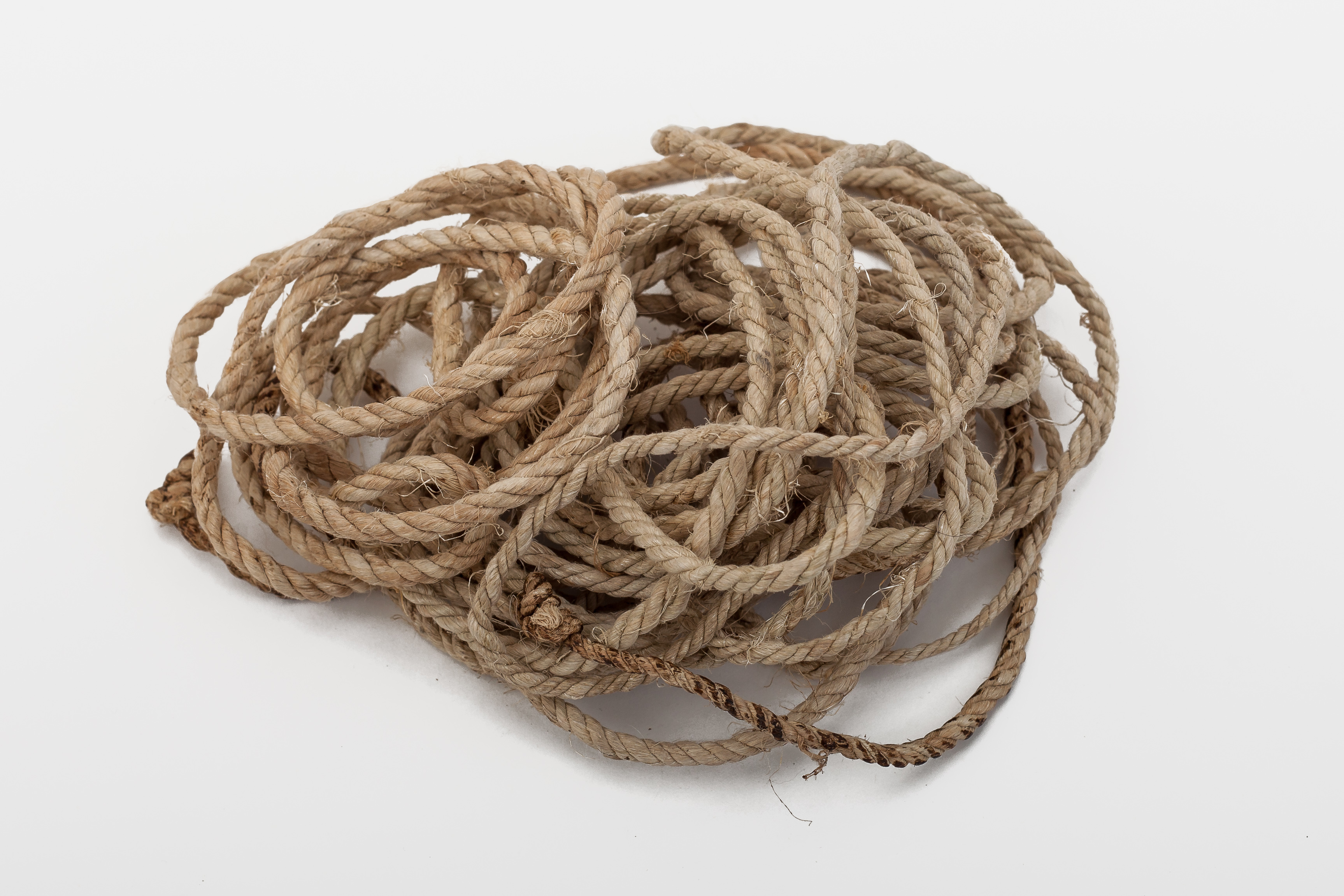 Rope for tying up the men's ponytails – the weave is called 'diyequei'