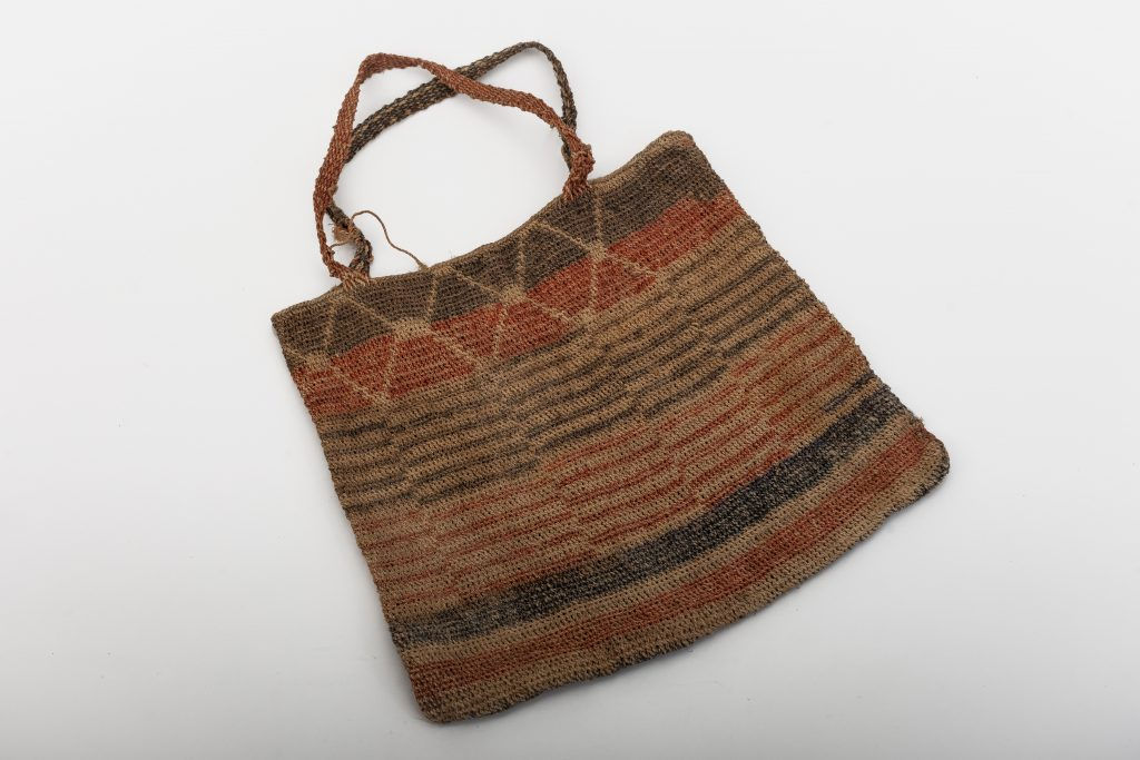 Man's bag – design: rattlesnake with 'taijonie' (meaning unknown).