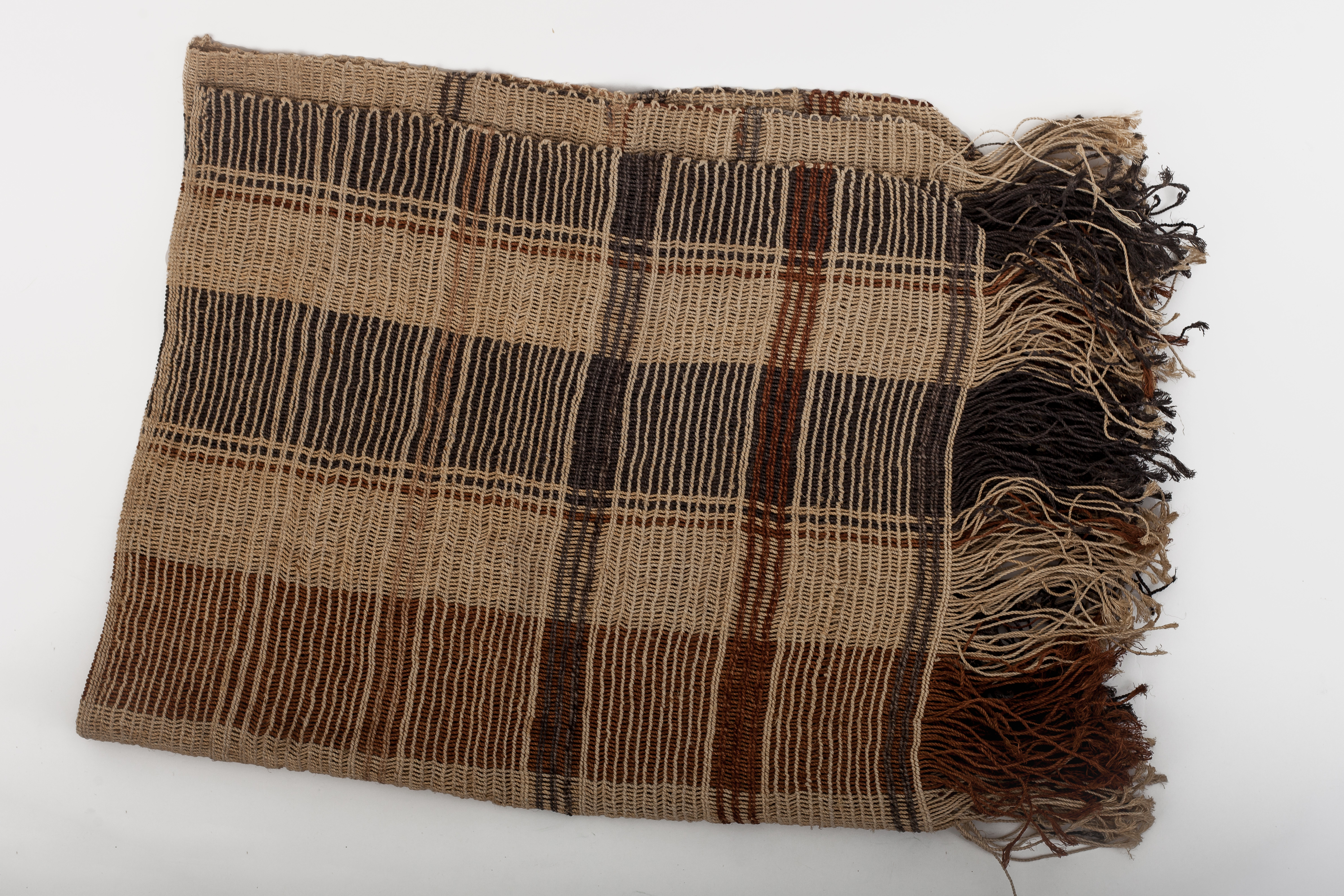 They lie down on a blanket called 'itarani' and they cover up with a blanket called 'pepei.' Both are made in the design called 'docora', which is woven without a needle, just with the hands, making a fringe on the lower edge.